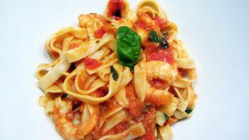 Tagliatelles au scampis et velouté de tomates