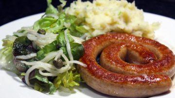 Chipolata, purée et salade