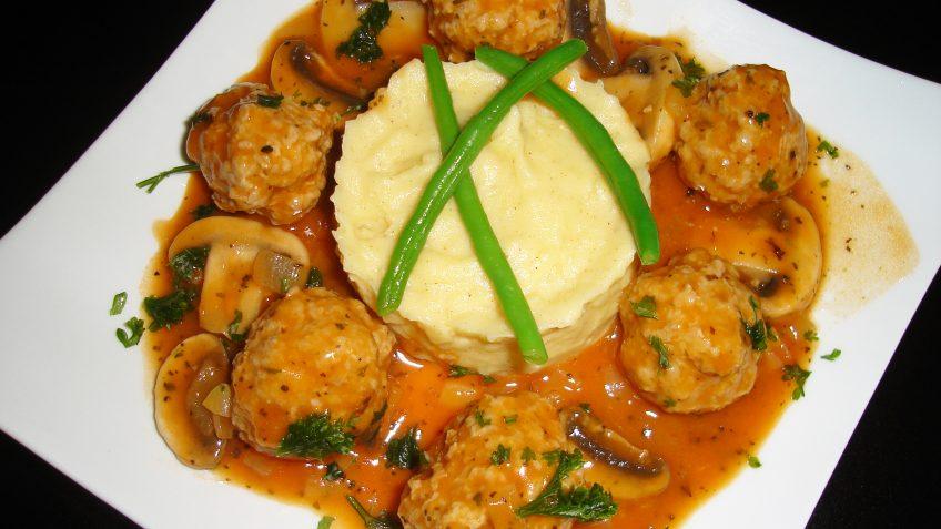 Boulettes et champignons à la sauce tomate