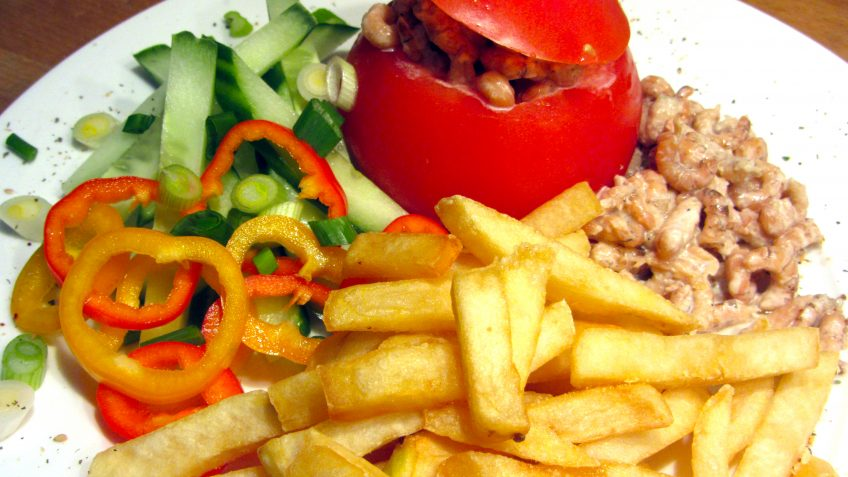 Tomates-crevettes et frites