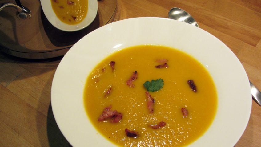 Soupe de carottes aux lardons