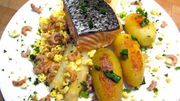 Filet de saumon sur un lit d'asperges