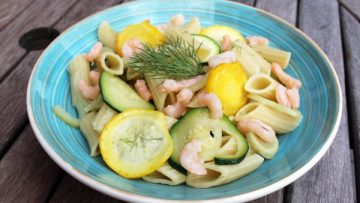 Salade de pâtes aux courgettes et crevettes
