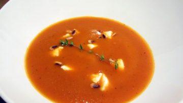 Soupe italienne à la tomate et mozzarella
