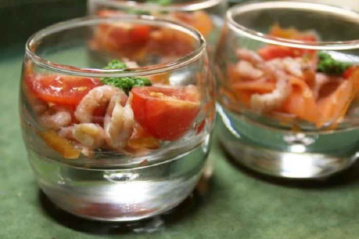 verrines saumon, crevettes et pesto