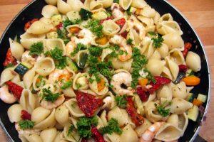 Pâtes aux crevettes et tomates séchées