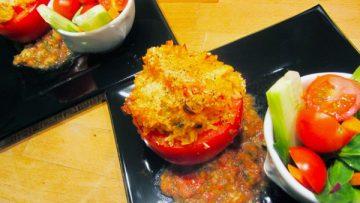 Tomates farcies au riz et à la salsa