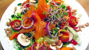 salade au saumon fumé et aux crevettes