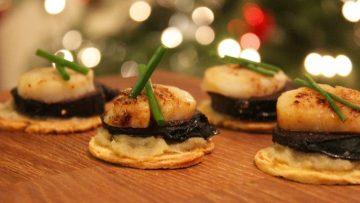 Toasts à la crème de chicon, boudin noir et coquille Saint-Jacques