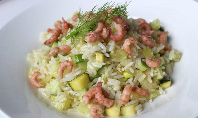 riz aux légumes verts et crevettes grises
