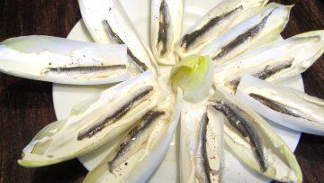 feuilles de chicon avec fromage et anchois